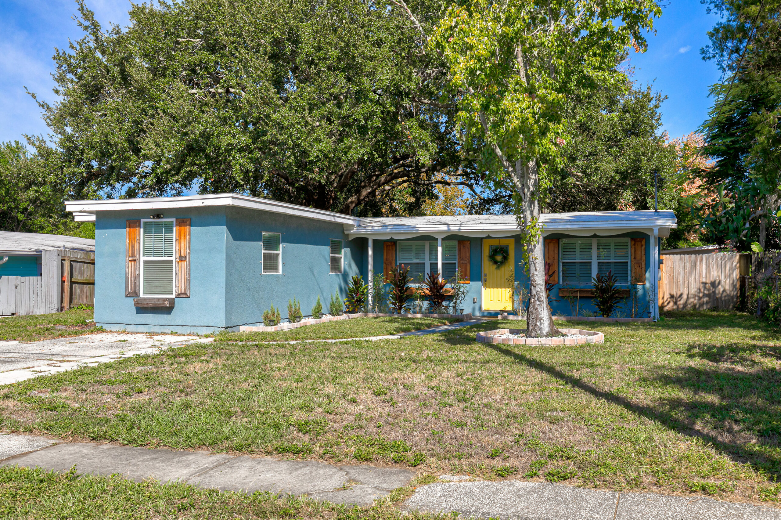4305-Bay-Ave-Home-fro-Sale-Exterior-South-of-Gandy