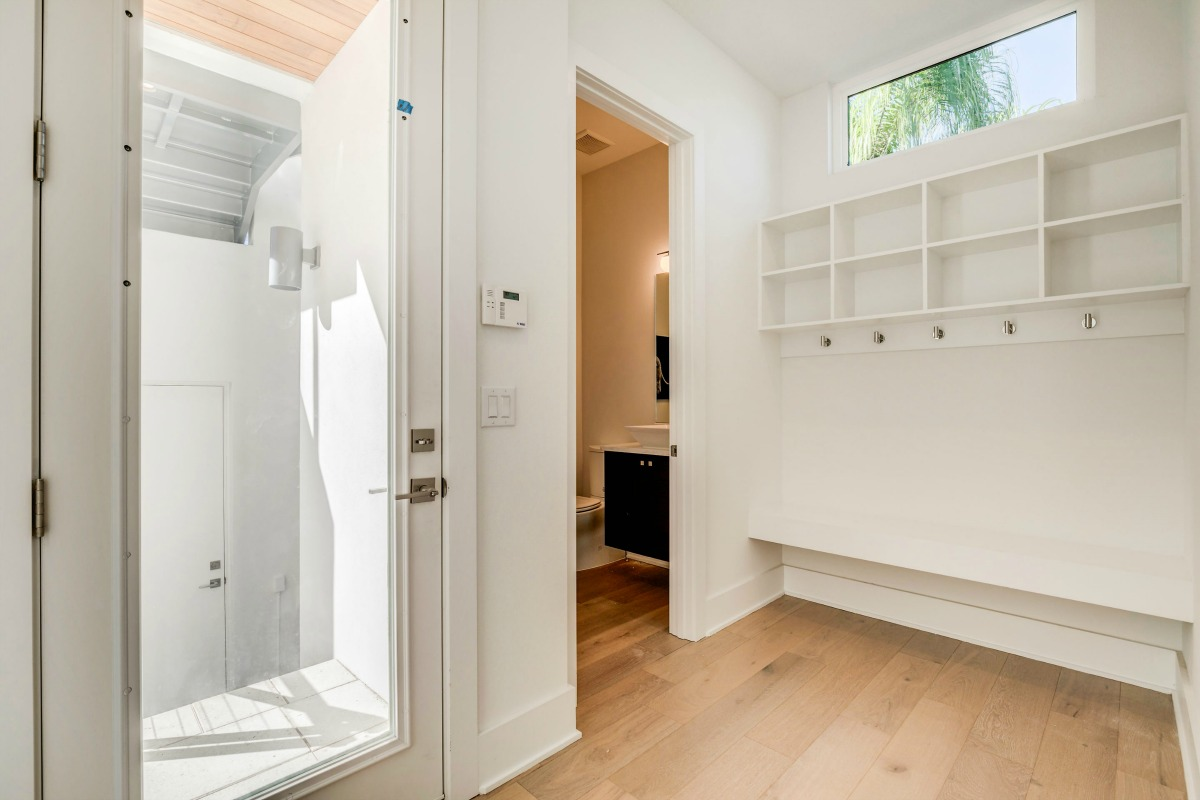 Drop Zone with Half Bath at 438 East Davis Blvd in South Tampa Cristan Fadal