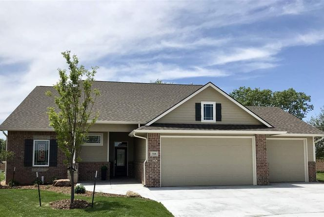 719 Firefly Ct - SOLD