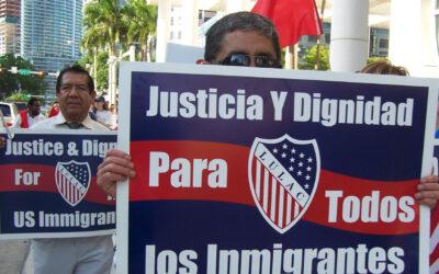 Corte bloquea aumentos de tarifas de inmigración
