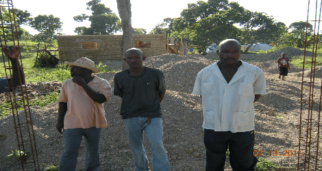 Photo of Haitians who are building houses