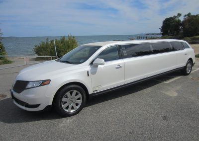 Lincoln MKT Stretch2
