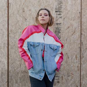 chaqueta de jeans reciclado rosada