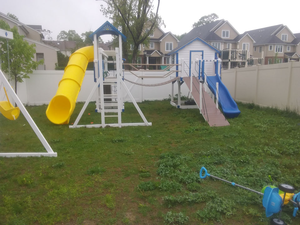 swingset with cabin
