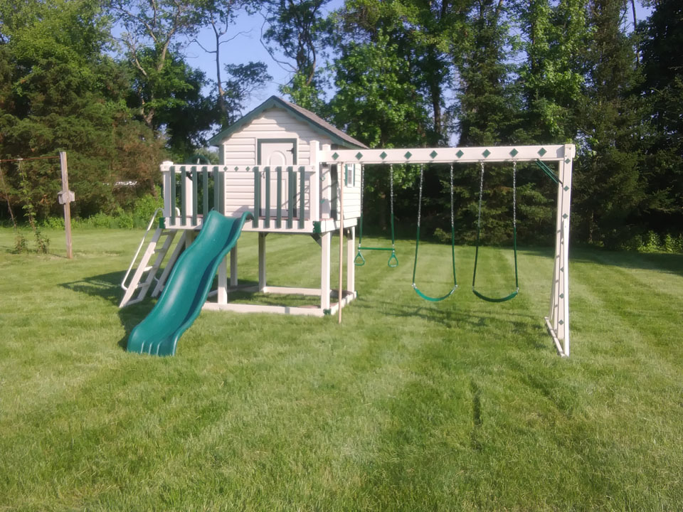 small playset with cabin