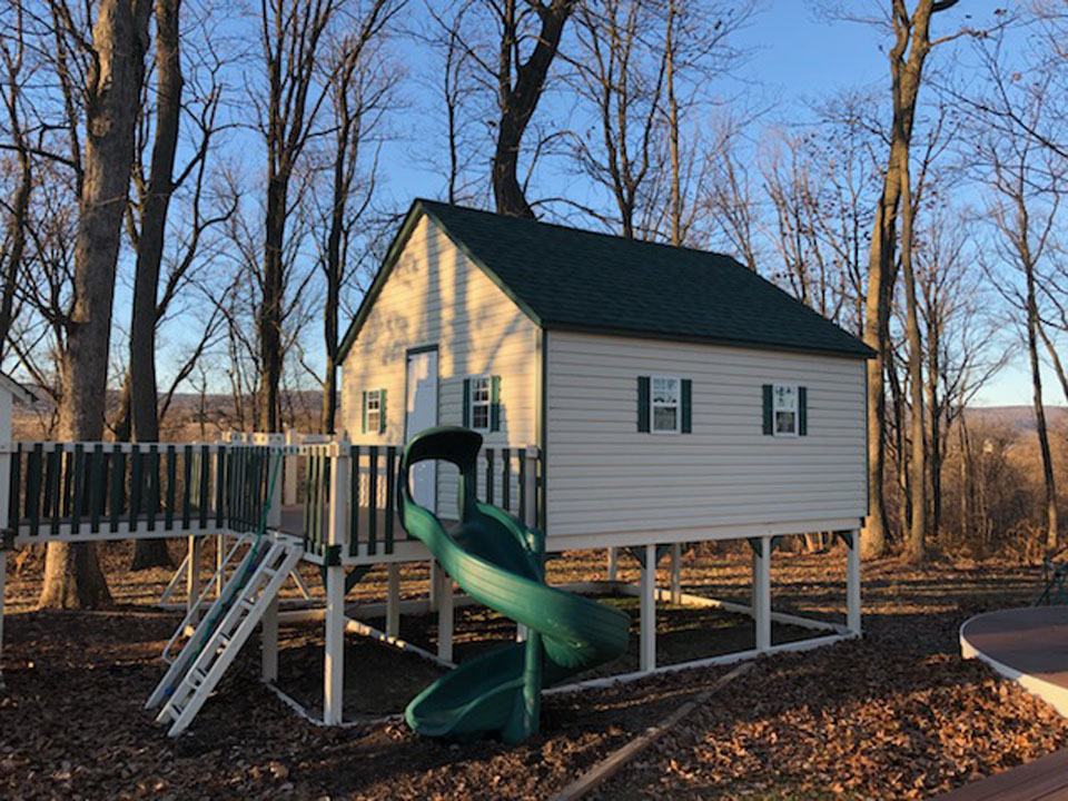 playset with enclosed cabin