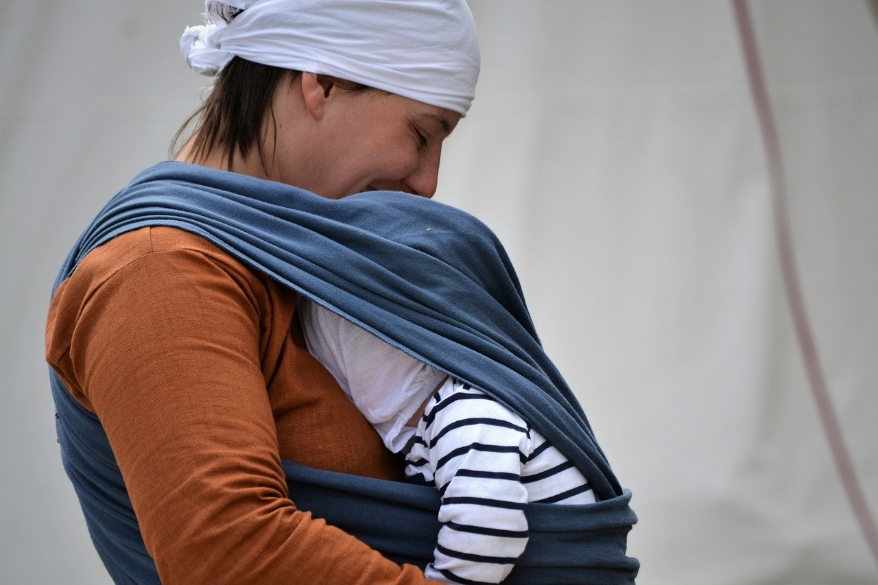 You are currently viewing What Stops Parents from Baby Wearing