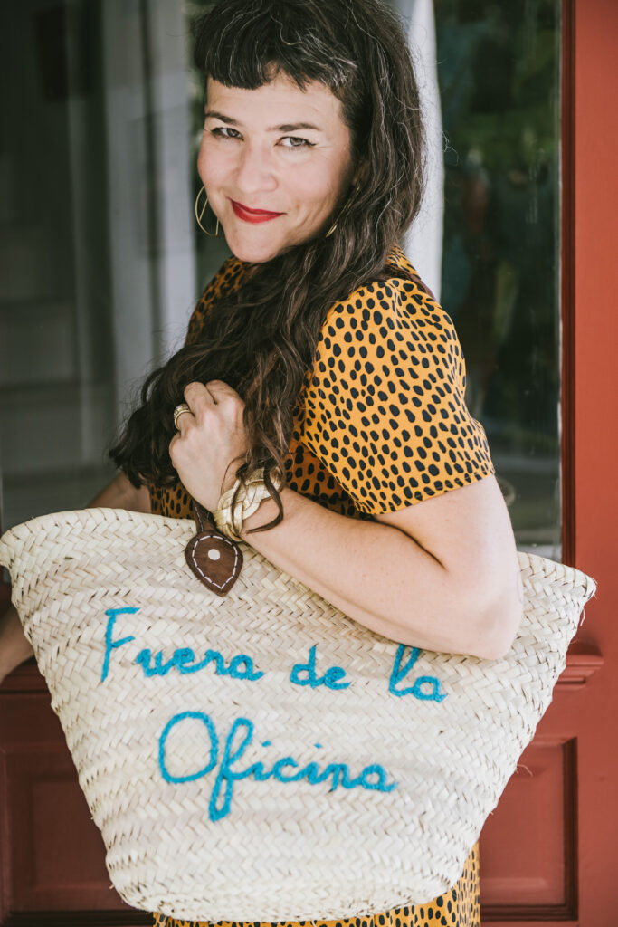 femme carrying rattan bag with the words fuera de la oficina on it embracing failure