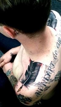 shoulder-tattoos-men-feathers
