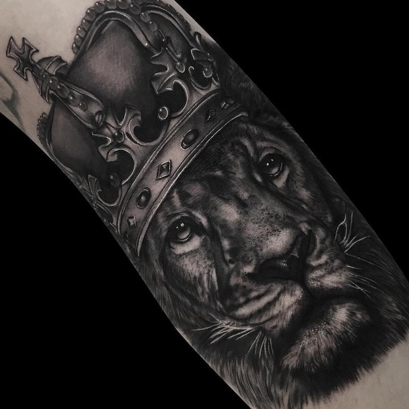 Lion With Crown Tattoo by Ronstoppable