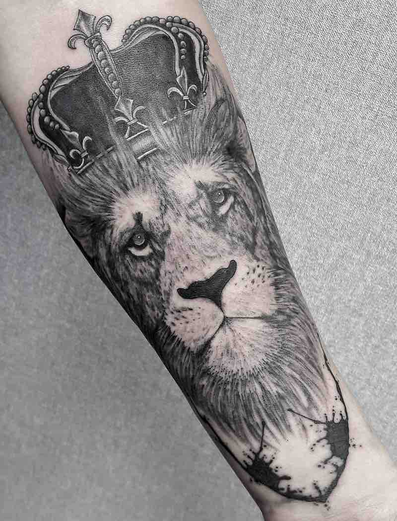 Lion with Crown Tattoo by Alexander Gusev