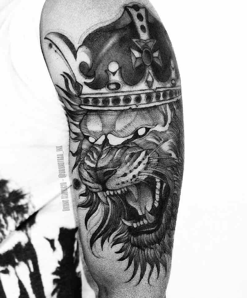 Lion With Crown Tattoo by Bruno Mauricio