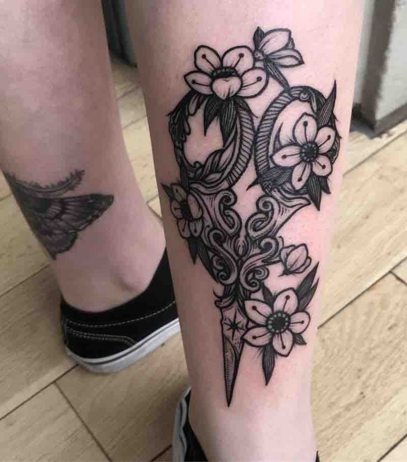 Scissor Tattoo by Nhat Be