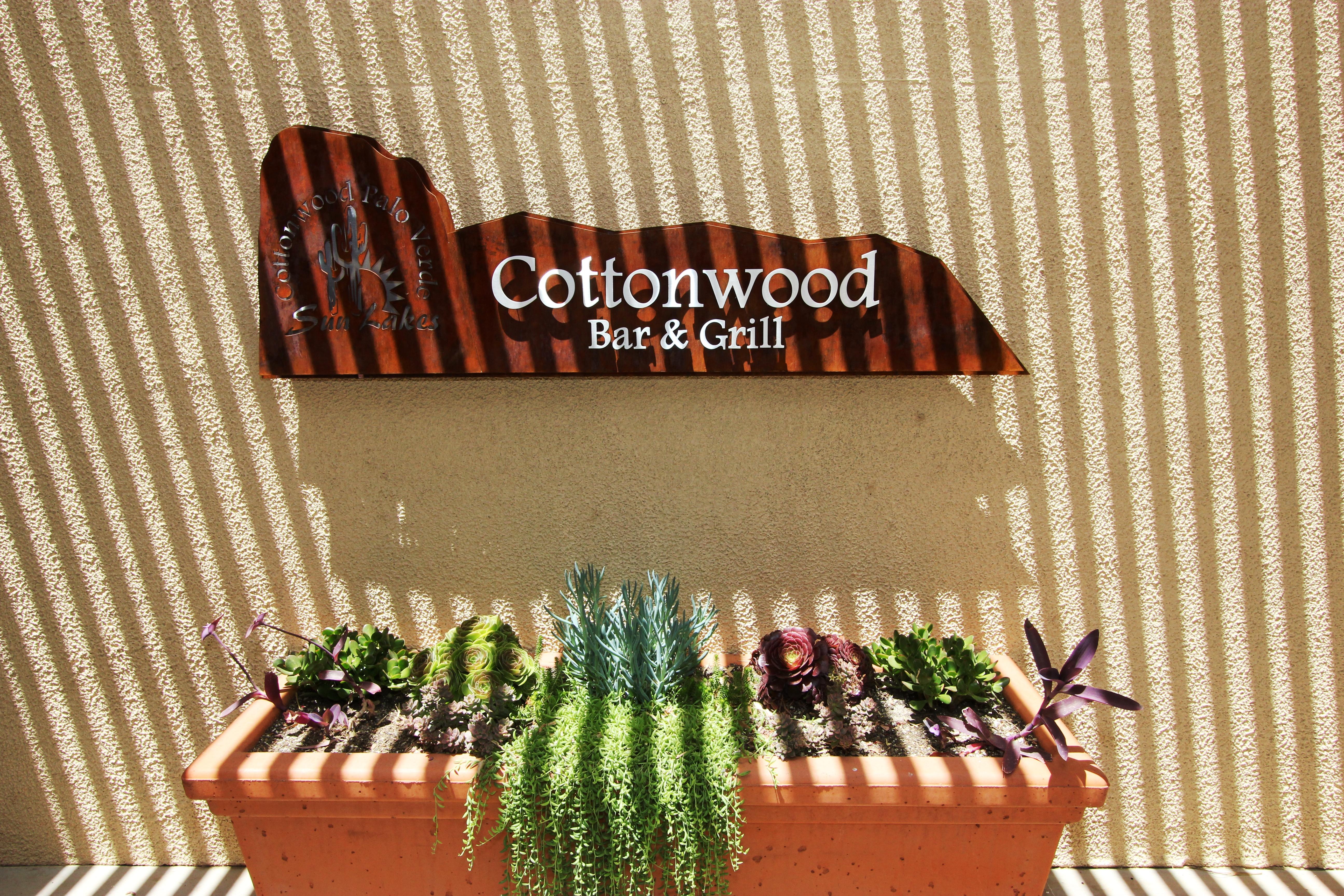 4 Cottonwood Bar & Grill