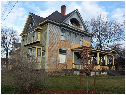 1899 House I Bed & Breakfast I Old Bread and Breakfast House South Face ready to prime