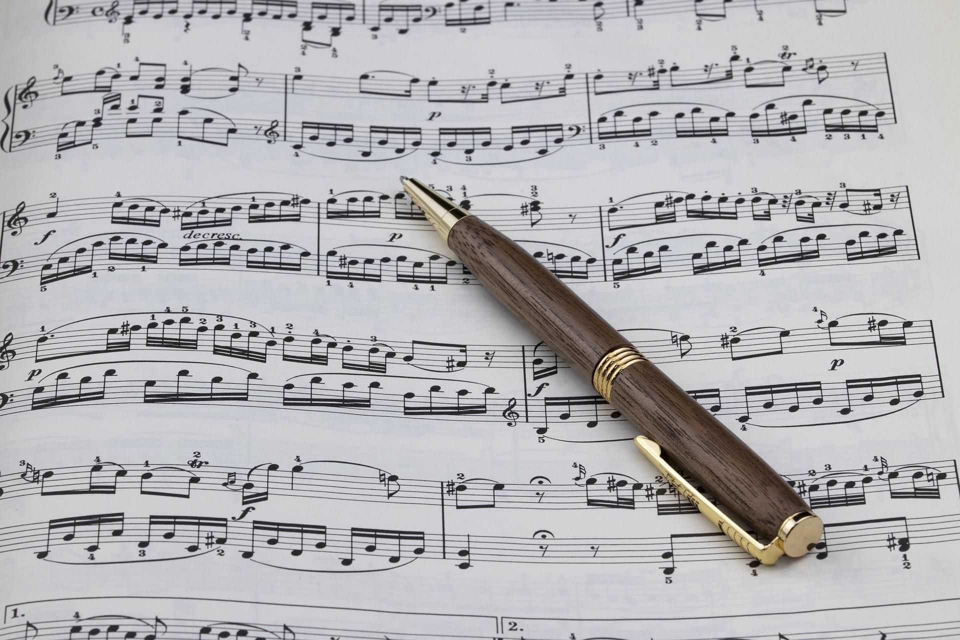 sheet-music-4121936_1920
