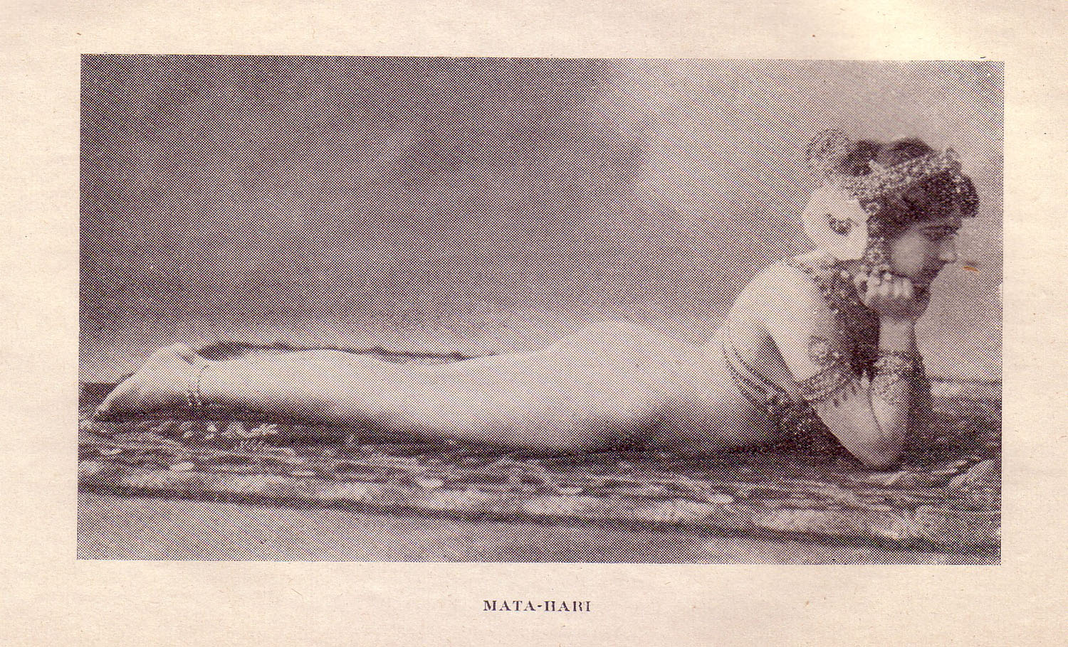 "Risque postcard of Mata Hari in costume. Source: ""Souvenirs D'un Médecin des Prisons de Paris (Grasset, 1925)"