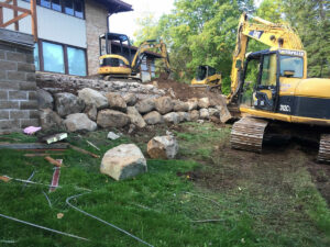 peterson-excavating-and-landscaping-duluth-minnesota-retaining-wall-using-large-boulders-1