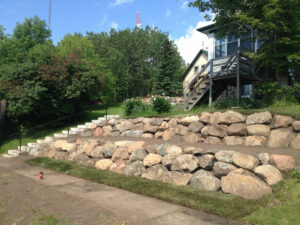 peterson-excavating-and-landscaping-duluth-minnesota-two-tiered-retaining-wall-using-large-boulders
