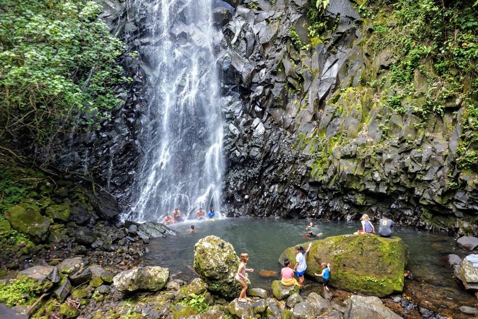 Crowded Nu'uuli Falls
