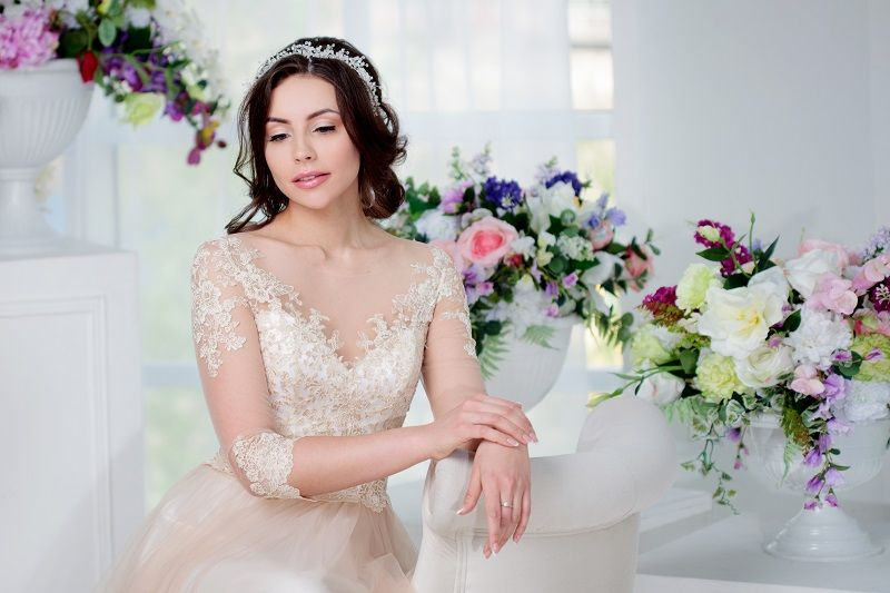 Portrait-of-beautiful-girl-in-a-luxurious-wedding-dress.-Interior-decorated-with-flowers-cm