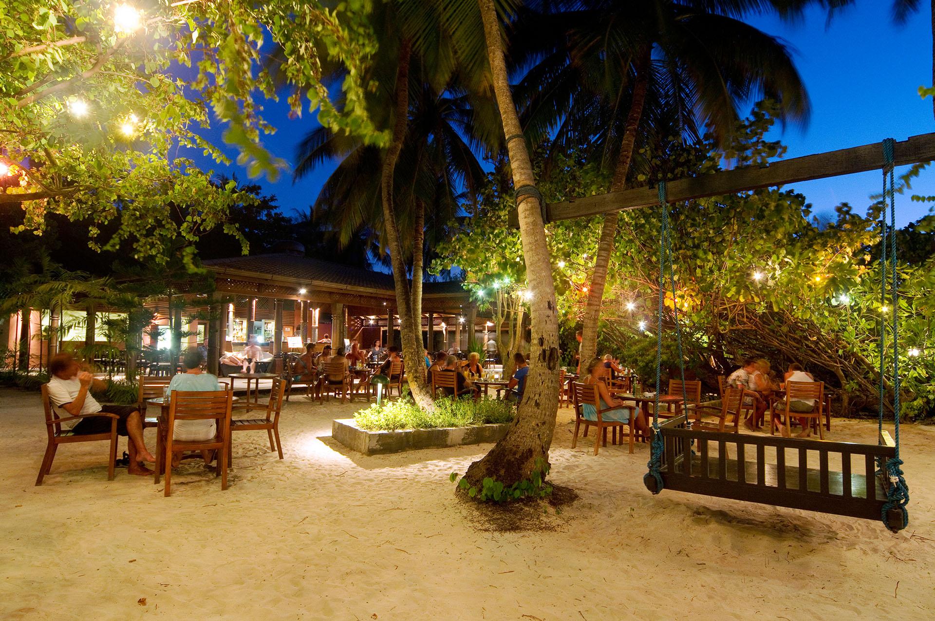 Embudu-Village-Bar-at-Night