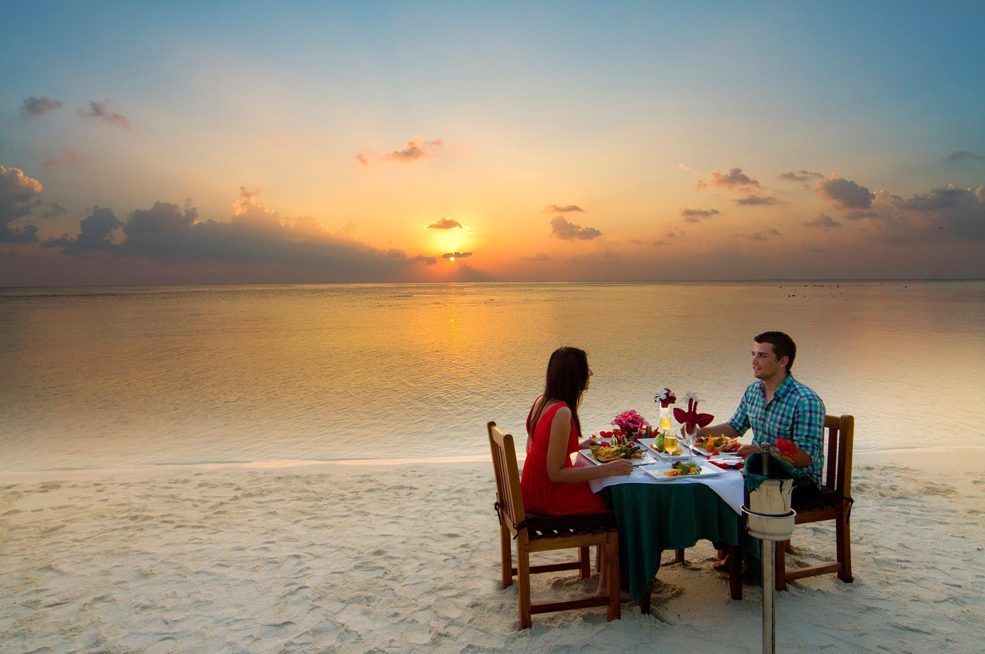 Embudu-Village-Private-Beach-Dining
