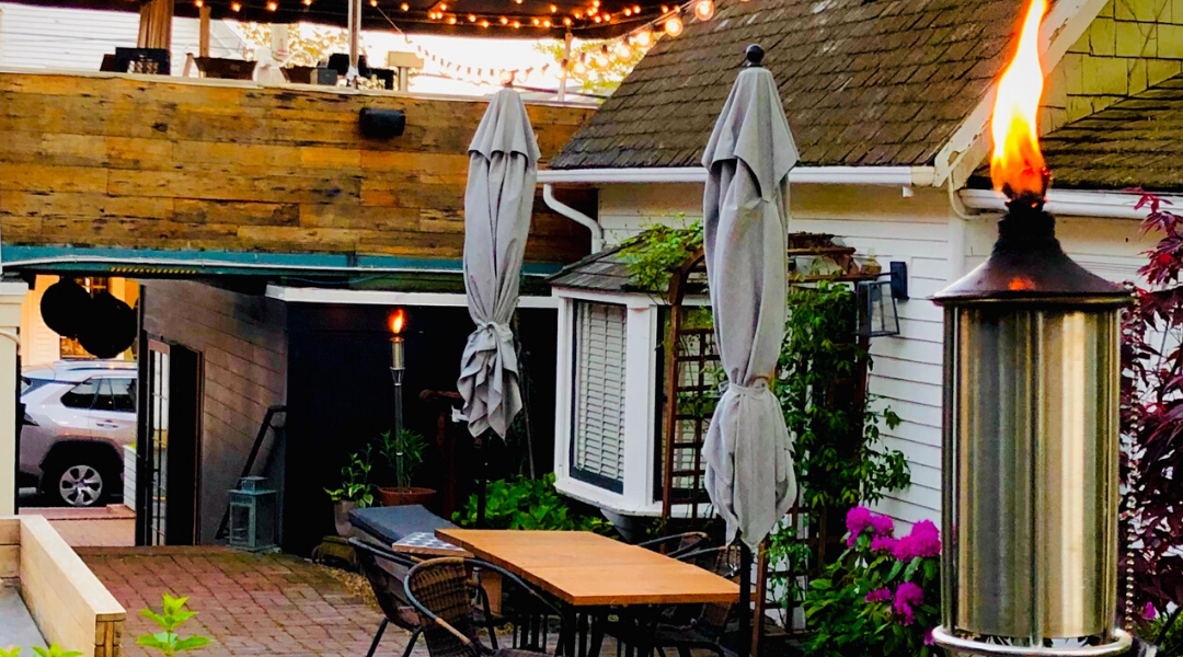 Who has Outdoor Seating in Ptown?