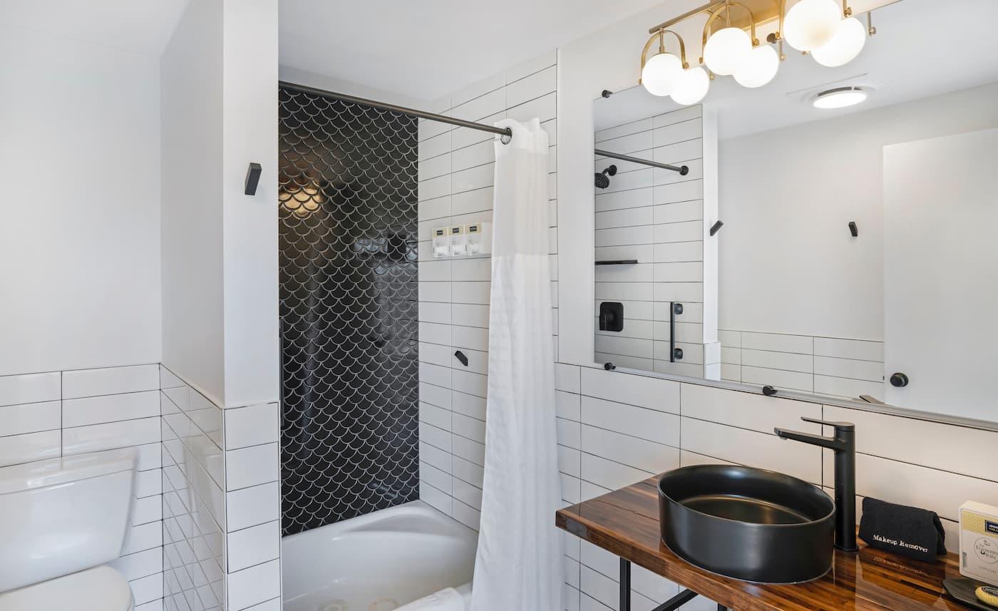 Foxberry Inn Bathroom