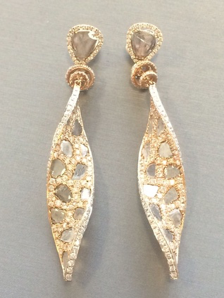 elizabeth-rodriguez-sag-awards-styling-l_dizen-by-payal-shah-diamond-earrings