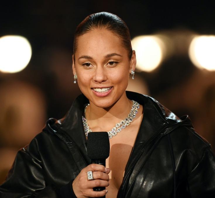 Alicia Keys Grammy Red Carpet Fashion 4chion lifestyle