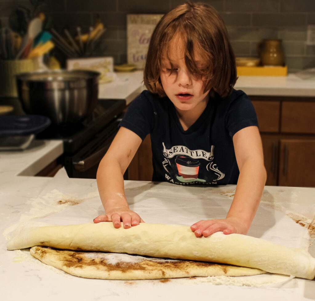 Foodie Ellie Cinnamon Roll Brunch 4chion Lifestyle-