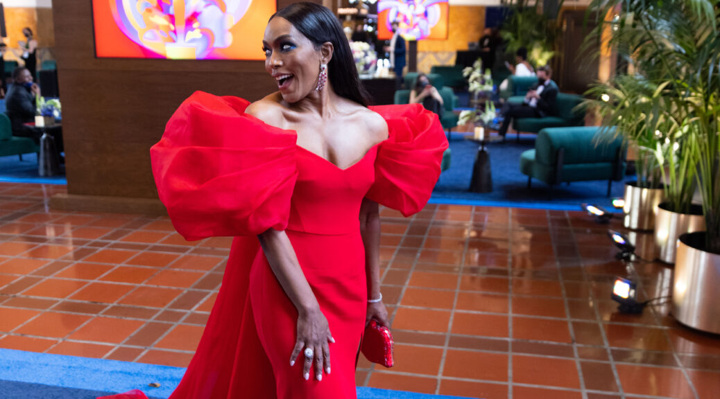 Angela Bassett arrives on the red carpet 93rd Academy Awards 4Chion Lifestyle
