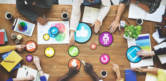 A SOCIAL MEDIA MANAGER CAN IMPROVE YOUR BUSINESS HERE ARE 6 WAYS