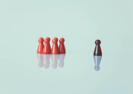 Peões de xadrez reunidos.