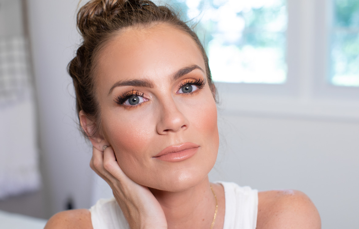 BRONZE AND GLOWY MAKEUP FOR BEGINNERS