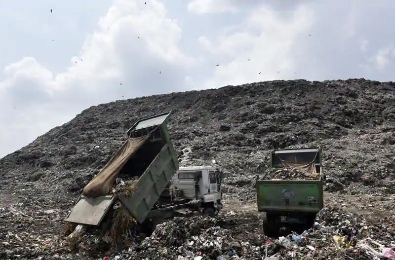 Open and improper landfill cause rainwater seepage into ground water causing water contamination like arsenic, selenium and boron.