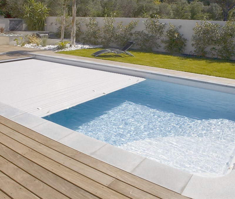 covering swimming pool can conserve water by reducing evaporation