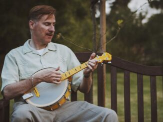 Select from among a wide range of banjos for beginners - Courtesy