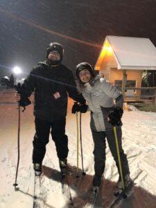 Brasileiros esquiando