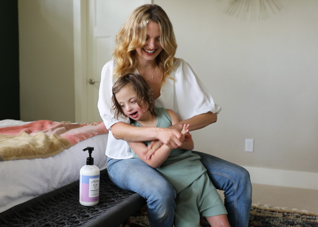 Amanda and Micah do skincare with Everyday Lotion