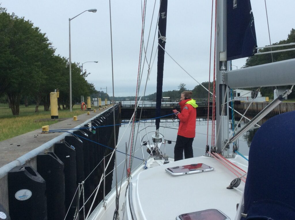 Handling the bow line in the lock