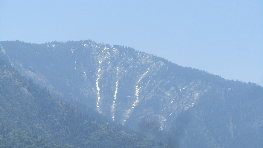 Looks like LA's smoke is leaking into the forest. Snow streams are cool looking.
