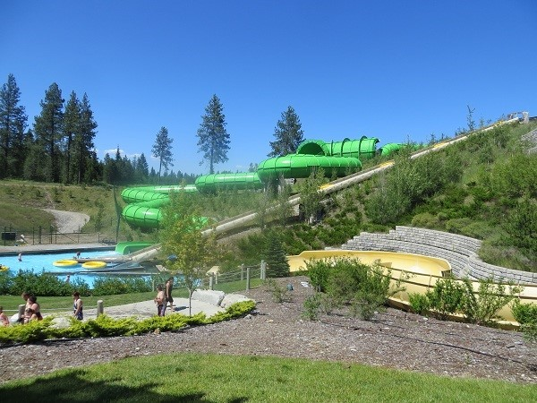These two water slides use 5 person rafts one on the open yellow side or one on the enclosed green slide. Pretty fun, you get dumped in the pool below. The ride takes about 30 seconds, but the line was consistently 45 minutes. :(