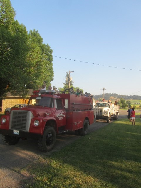 It is time for Farmington's annual Fireman's picnic. (These trucks are the real deal! Has to be one of the oldest working fire departments we have ever seen.)