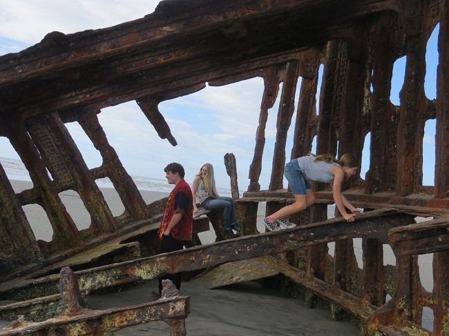 We got to the Peter Iredale, just behind the military forts. John surprised us with a visit for a few days.