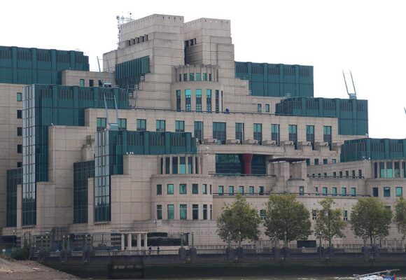 Cyberwar Pits Coders of MI6 against Huawei