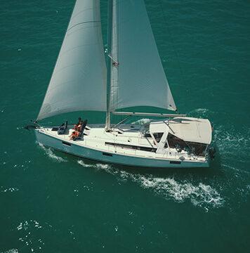 Carmela under sail in a sailing tour