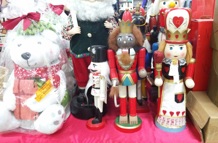 Nutcracker collectors will go ga-ga over these collectible toys being sold in this ukay / overrun store, one of the many in Dumaguete.