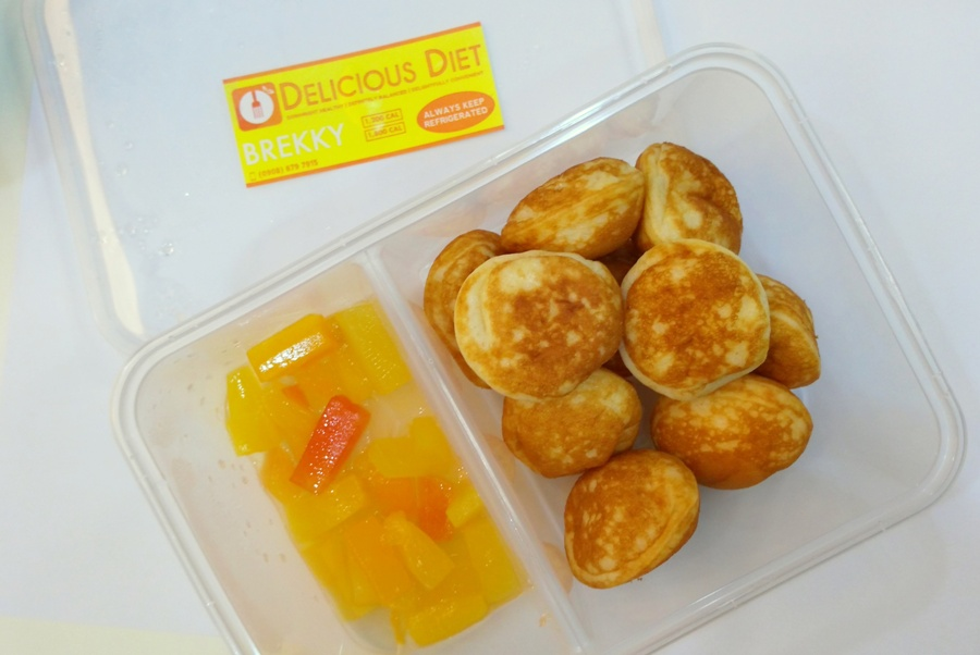 Mini-Pancakes with Tropical Fruit (Breakfast)